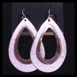 Jewelry - BEYOND GORGEOUS Large Silver Sparkle Earrings